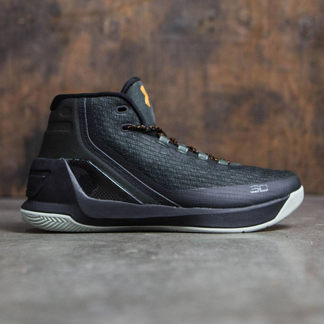 0854589c7960 Under Armour x Steph Curry Men Curry 3 - Flight Jacket (green   black)