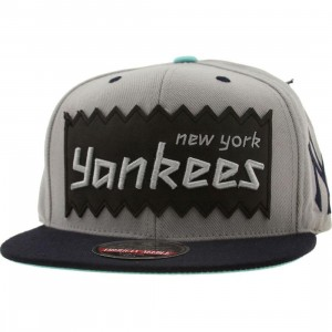 BAIT x MLB x American Needle New York Yankees Retro Snapback Cap (silver / navy)