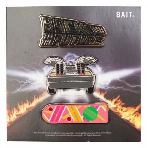 BAIT x Back To The Future Logo Delorean Hoverboard 3 Pins (pink)