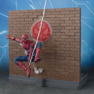 Bandai S.H. Figuarts Spider-Man Homecoming Action Figure (red)