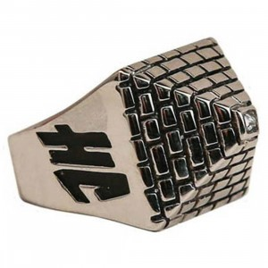 Han Cholo Pyramid Ring (stainless steel silver)