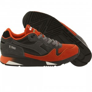 Diadora Men V7000 (black / orange / castlerock)