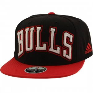 Adidas NBA Chicago Bulls On Court Snapback Cap (black / red)