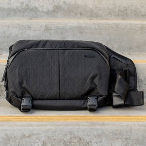 Incase Diamond Wire Slingpack Bag (black)
