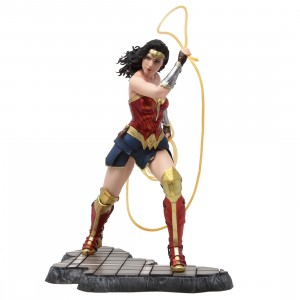 Kotobukiya ARTFX DC Comics Wonder Woman 1984 Movie Statue (red)