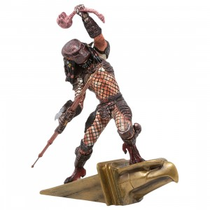 Diamond Select Toys Predator 2 Gallery City Hunter PVC Statue (brown)