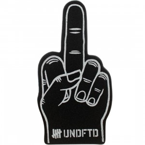 Undefeated Play Dirty Foam Hand (black)