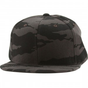 Undefeated Combat Fleece Snapback Ballcap (black)
