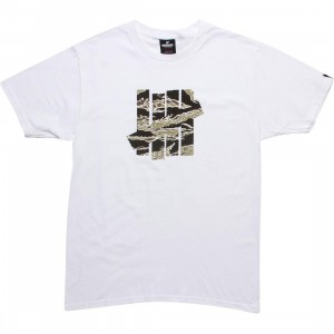 Undefeated 5 Strike Camo Tee (white)