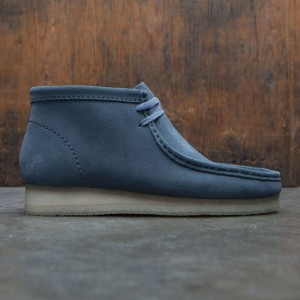 Clarks Men Wallabee Boot (blue / suede)