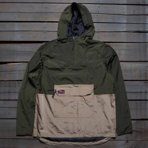 Undefeated Men Striker Anorak Jacket (olive)