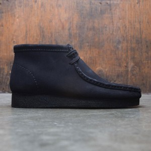 Clarks Men Wallabee Boot (black / suede)