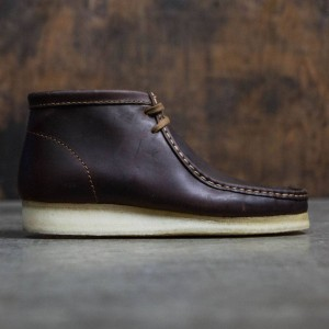 Clarks Men Wallabee Boot (brown / beeswax leather)