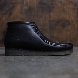Clarks Men Wallabee Boot (black / leather)