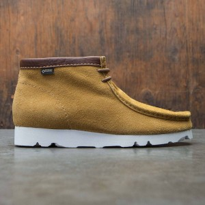 Clarks Men Wallabee GTX (brown / dark orchre suede)