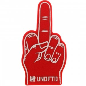 Undefeated Play Dirty Foam Hand (red)